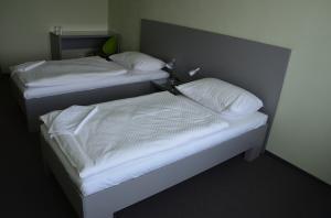 Hotel ATOM Trebic pokoj postel